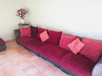 Salon canapé au gîte La Barthe
